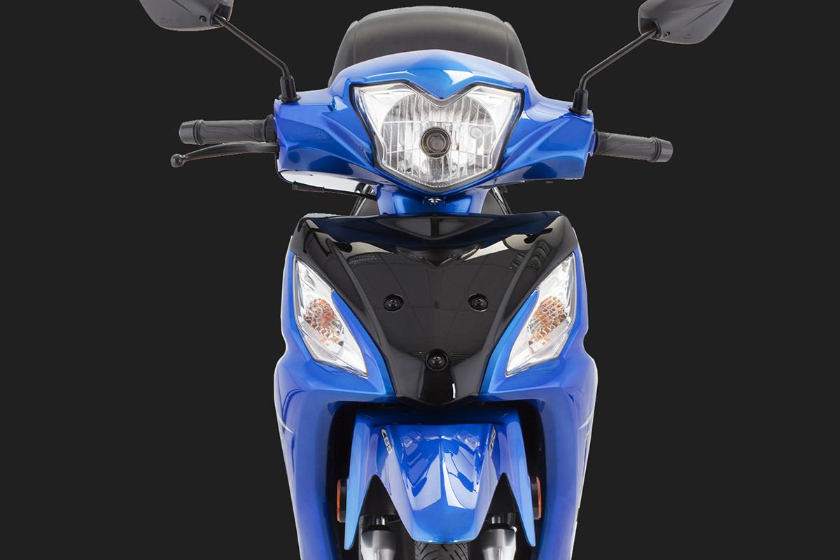 A imagem mostra a parte frontal da NEX 115 na cor azul destacando seu farol, em fundo escuro.