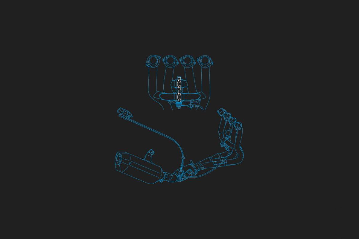 Imagem ilustrando o sistema de escapamento da GSX-R1000 em fundo escuro