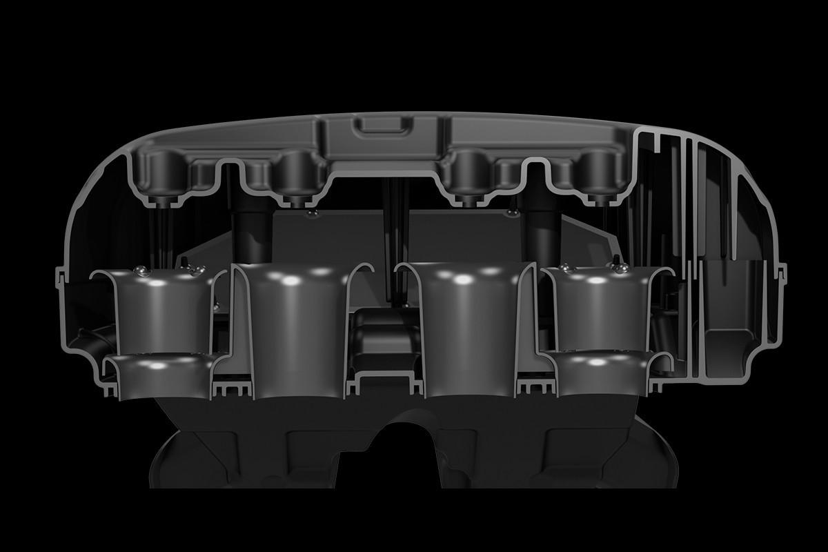 Imagem ilustrando o sistema de admissão de ar da GSX-R1000 em fundo escuro