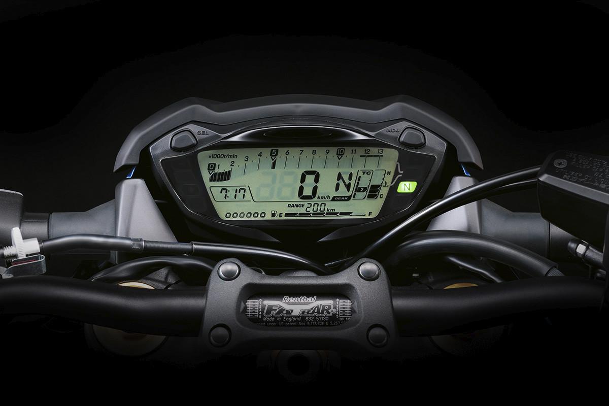Imagem do painel da GSX-S1000 FA em fundo escuro