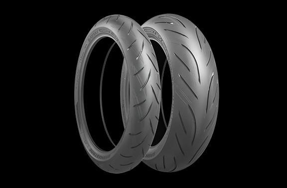 A Suzuki opta rigorosamente pelos pneus Bridgestone BATTLAX HYPERSPORT S21, que possuem um alto nível de controle e sensação de tração. Especialmente feitos para a Suzuki usando a mais alta tecnologia...