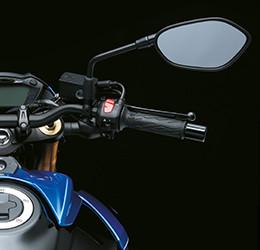 Imagem do guidão direito da GSX-S750 para ilustrar seu novo design.