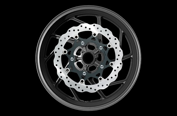 Adotando um formato de pétalas para o design dos discos dianteiros de 310mm, proporciona um visual ainda mais esportivo para estilo arrojado da GSX-S750.