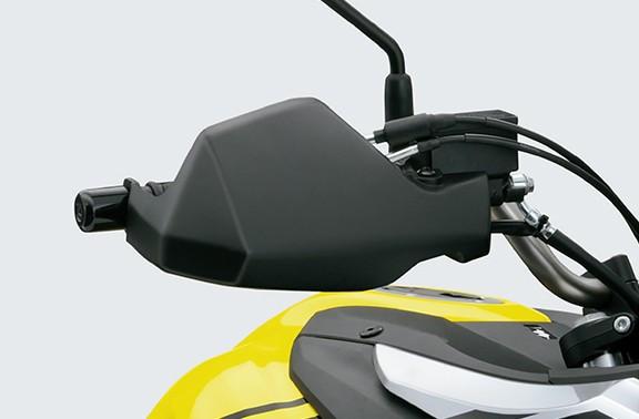 Imagem que mostra como é a manopla de proteção da V Strom 650 XT em fundo cinza