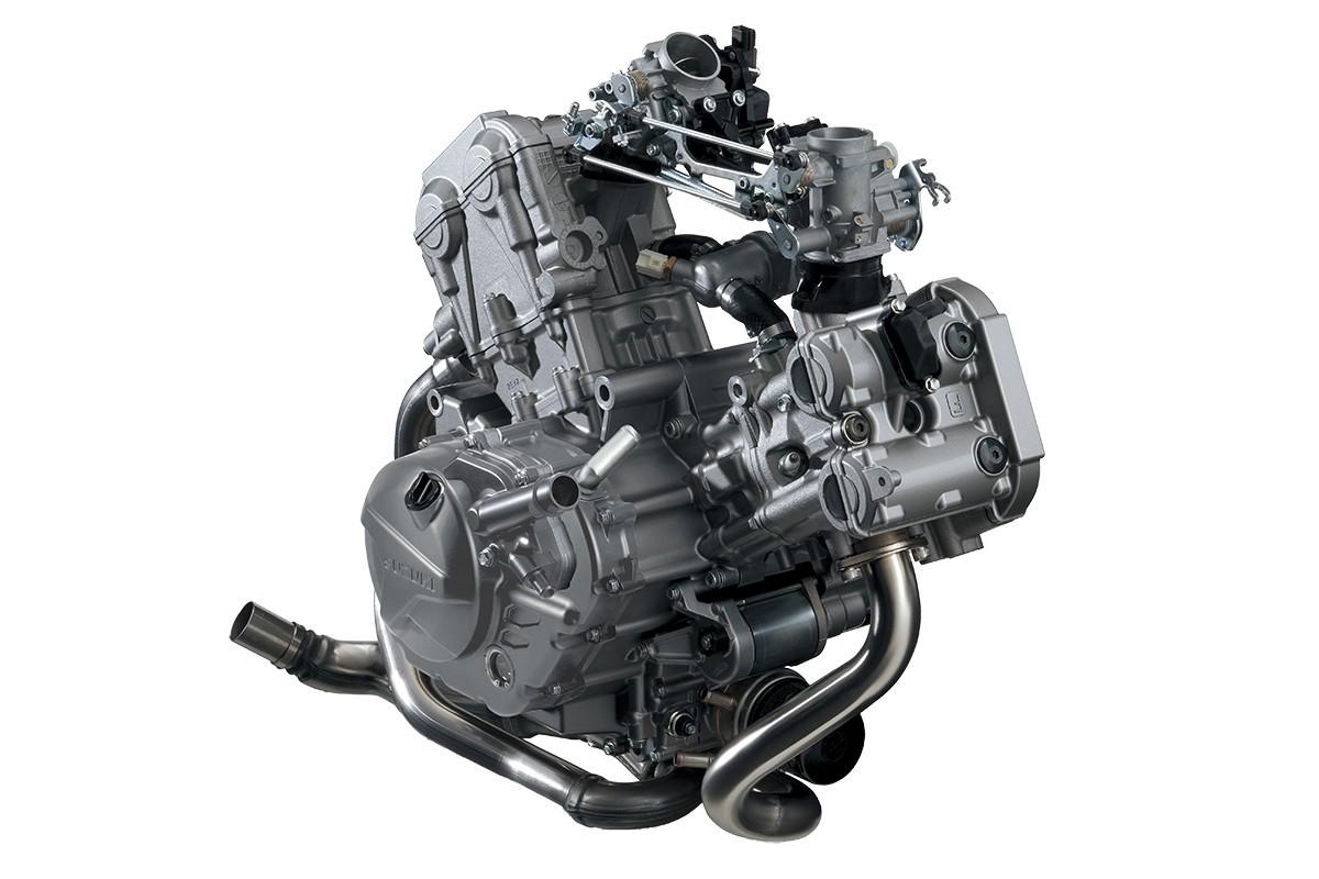 Imagem do motor da V-Strom 650 ADV em fundo branco