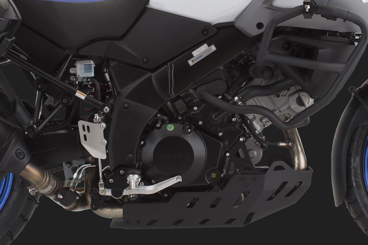 Imagem mostrando de perto e com detalhes o protetor do motor e de cárter da V Strom 1000 ad