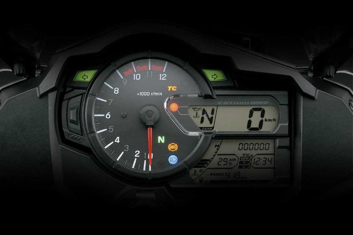 Imagem mostra o painel da V Strom 1000 ad