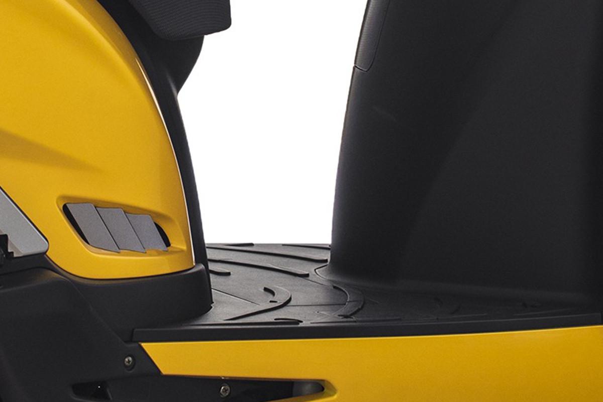 Imagem do assoalho da People GTi 300 ABS amarela