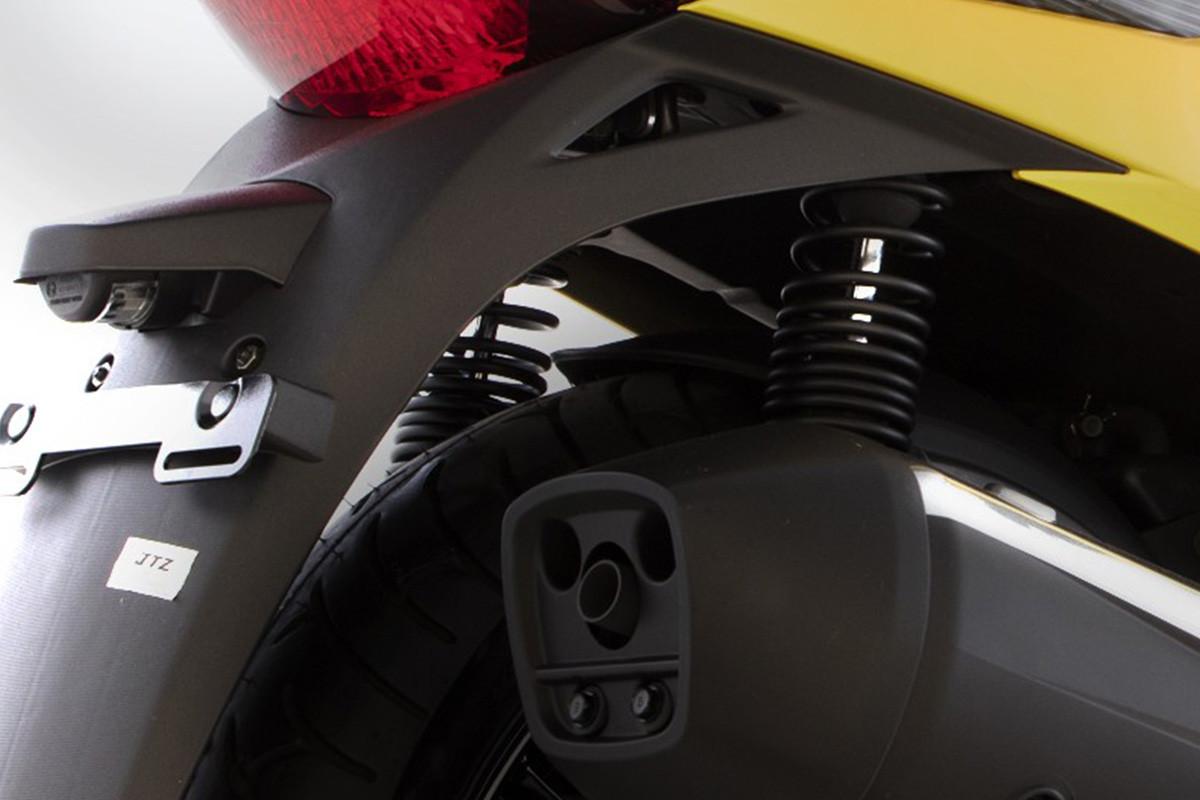 imagem da suspensão da People GTi 300 ABS no angulo traseiro