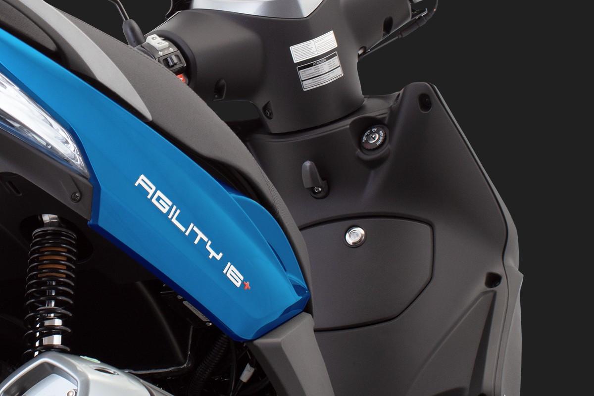 foto do gancho frontal da Agility 16+200 i Azul, angulo da traseira para o gancho frontal do lado direito da moto
